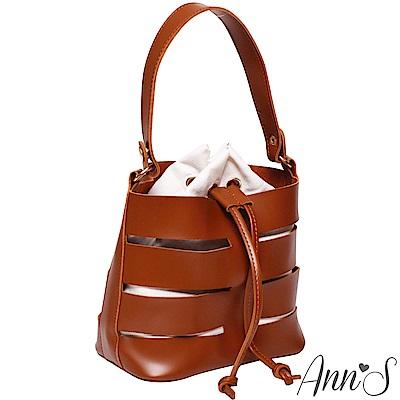 Ann'S現代主義-鏤空手提肩背兩用水桶束口包-棕