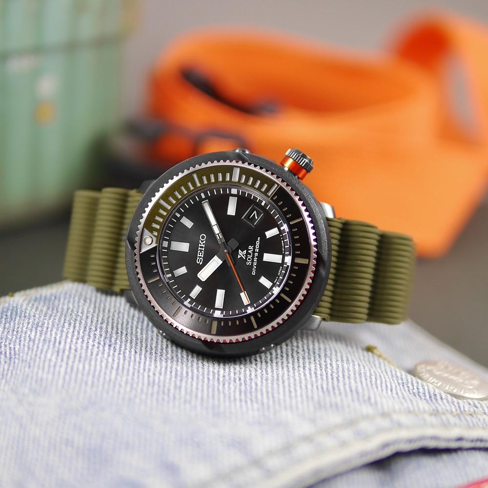 SEIKO 精工 PROSPEX 鮪魚罐頭 太陽能 潛水錶 日期 矽膠手錶-黑x軍綠色/47mm