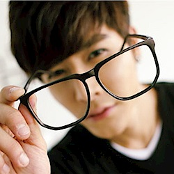 BuyGlasses 難見的超大方型膠框平光眼鏡