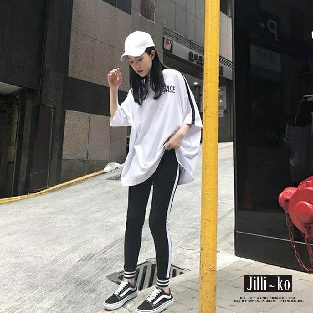 JILLI-KO 韓版套裝(寬鬆字母T + 修身邊條束口長褲)- 黑/白