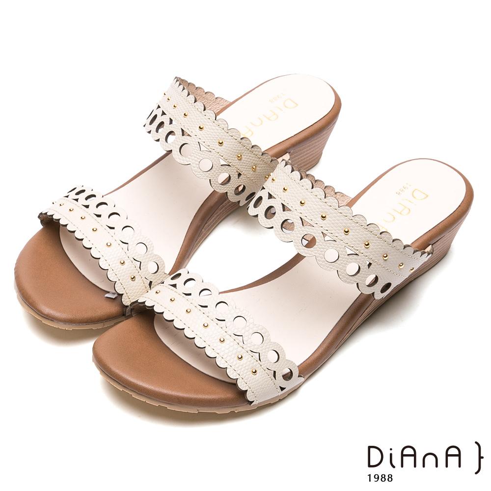 DIANA 異國風情-幾何蕾絲真皮楔型涼跟鞋-米