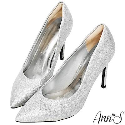 Ann'S亮眼焦點-V型顯瘦弧線素面高跟尖頭鞋-銀