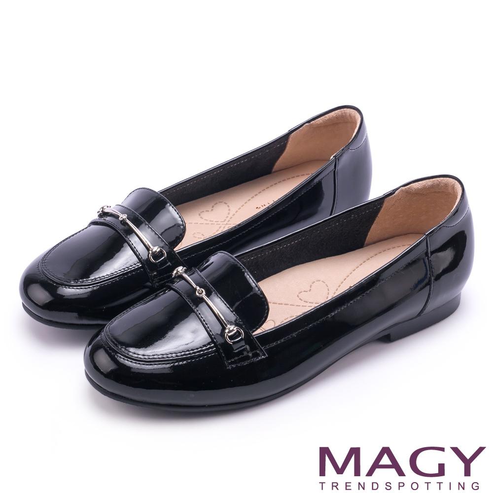 MAGY 文青學院風 簡約金屬釦環牛皮樂福鞋-鏡黑