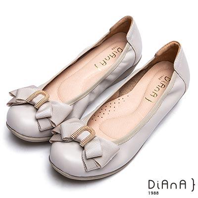 DIANA 知性佳人 金屬U字環釦蝴蝶結牛皮坡跟娃娃鞋-米