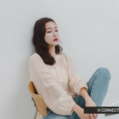H:CONNECT 韓國品牌 女裝 -浪漫打摺捲邊排扣上衣-卡其