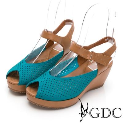 GDC-熱銷冠軍真皮沖孔簍空雕花透氣夏日楔型後底魚口百搭涼鞋-淺藍色