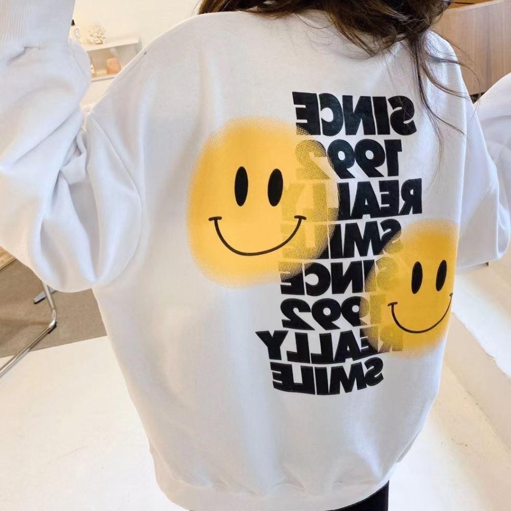 La Belleza背部黃色笑臉英文字印花圓領側開叉寬鬆衛衣T恤