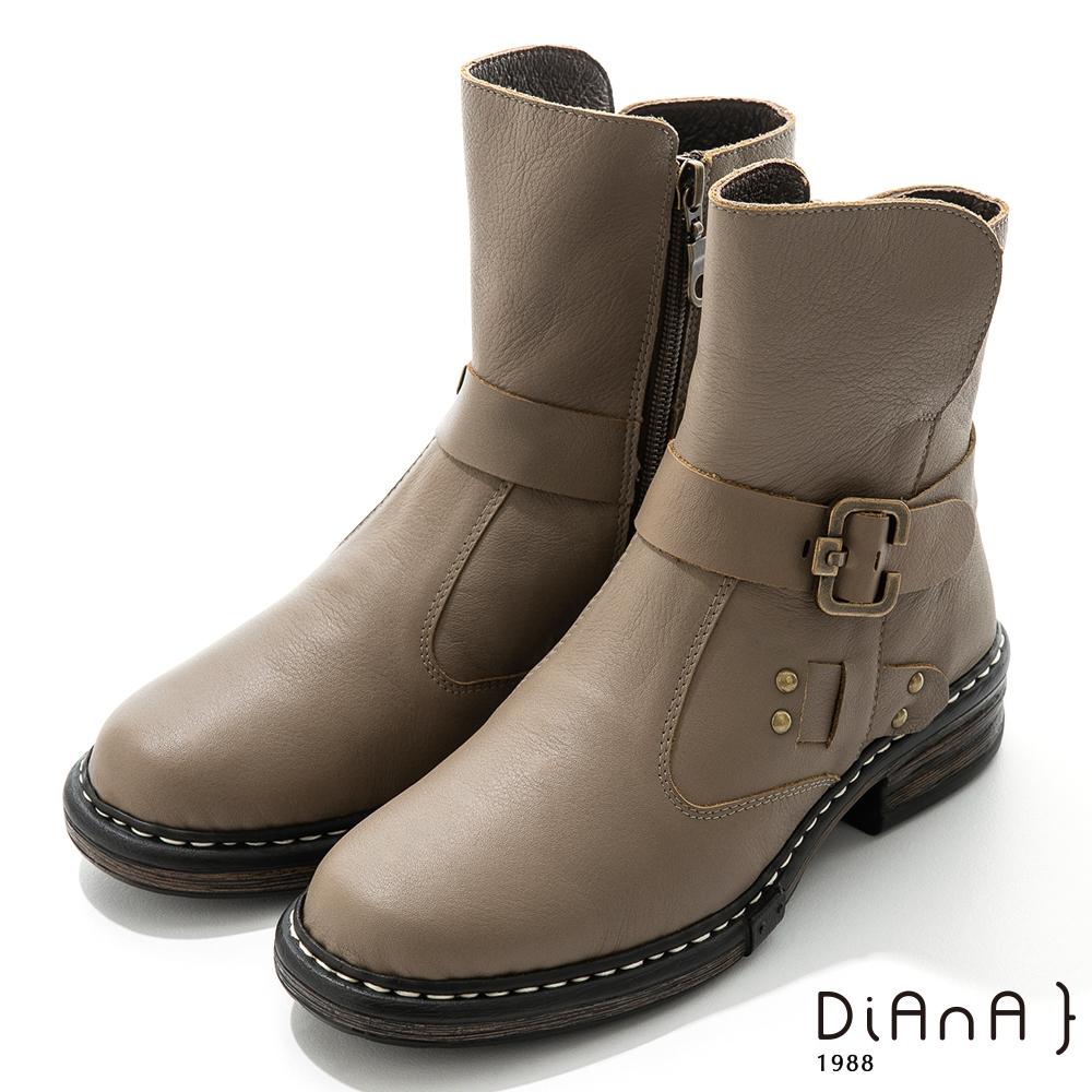 DIANA 4.5cm 質感牛皮鉚釘皮帶環踝釦飾工程靴-率性自我-可可