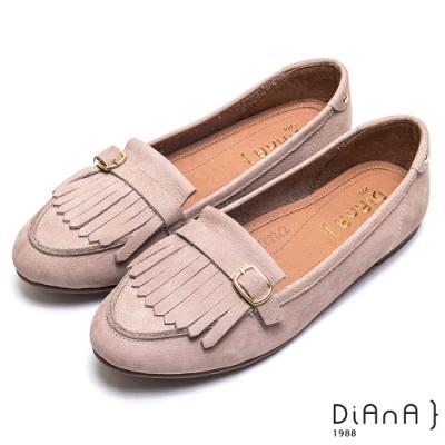 DIANA 經典流蘇方釦真皮休閒平底鞋-漫步雲端超厚切焦糖美人款-灰
