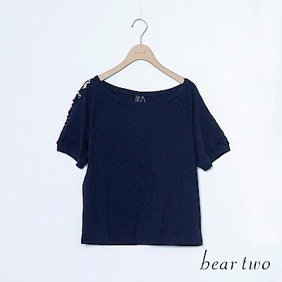 beartwo 雕花蕾絲鏤空袖邊上衣(二色)