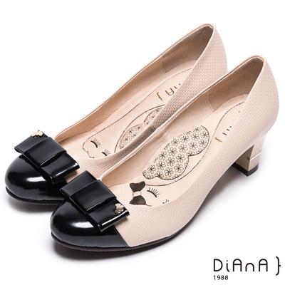 DIANA 氣質典雅 – 時尚漆皮蝴蝶結真皮跟鞋-米