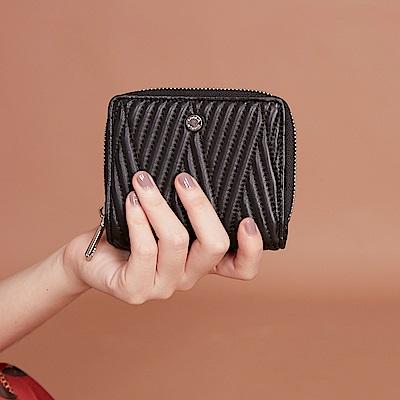 Maria Carla手拿皮夾-羊皮V線條拉鏈短夾_完美格調、迷漾輕時尚系列(霧黑)