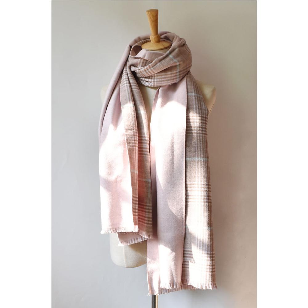 梨花HaNA  冷冬暖暖彩色馬卡龍溫柔格紋圍巾粉紅