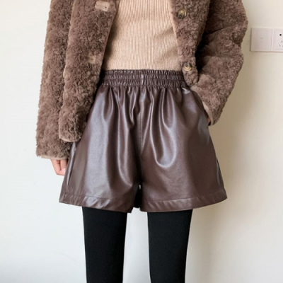 La Belleza素色鬆緊腰側口袋內裡磨毛亮面皮質短褲闊腿褲裙
