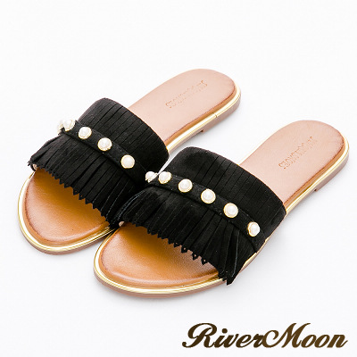 River&Moon大尺碼-麂絨珍珠流蘇金邊涼拖鞋-名媛黑