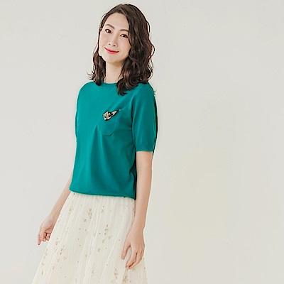 純色親膚柔軟豹紋口袋點綴針織短袖上衣-OB大尺碼