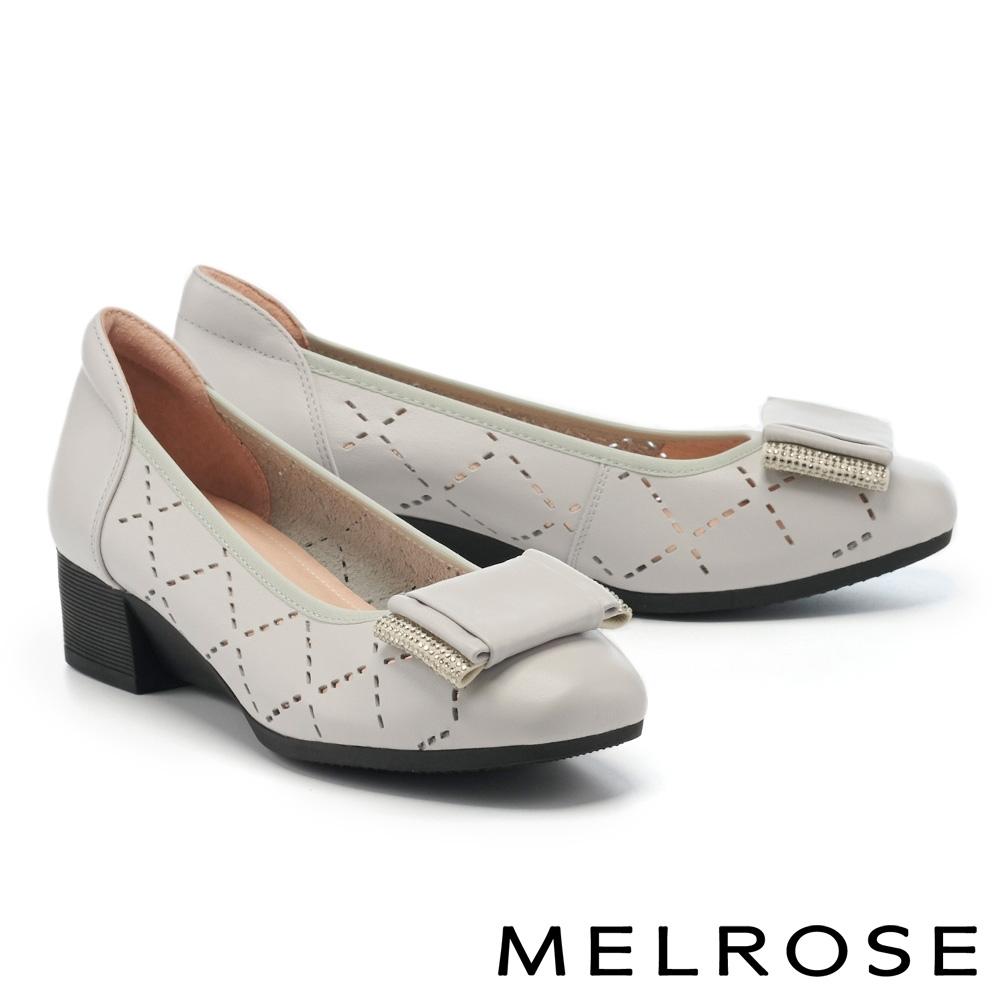 低跟鞋 MELROSE 典雅魅力菱格沖孔晶鑽蝴蝶結全真皮楔型低跟鞋-灰
