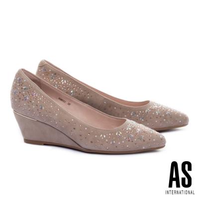 高跟鞋 AS 絢爛層次雙型珠鑽羊麂皮尖頭楔型高跟鞋-米