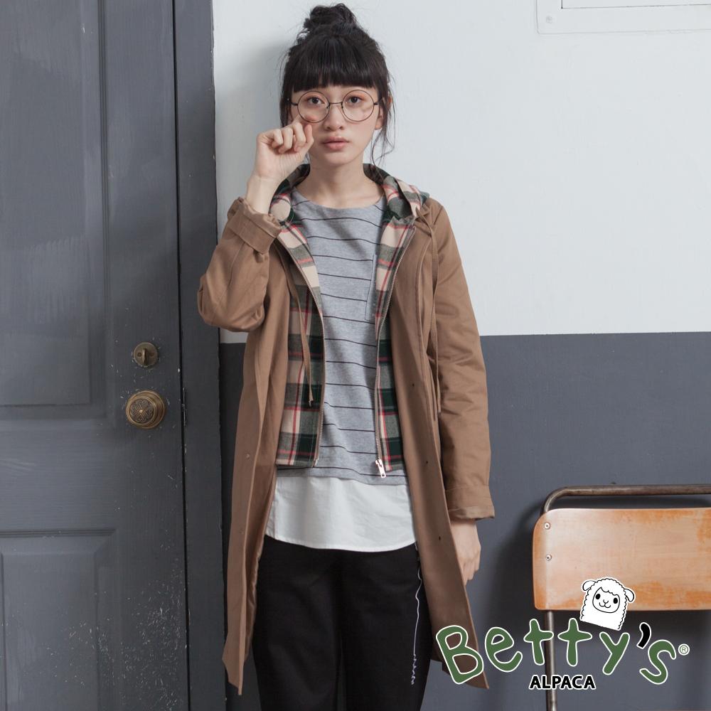 betty's貝蒂思 格紋帽抽繩拉鍊排釦大衣(駝色)