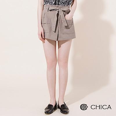 CHICA 俏皮恬妞大口袋花苞綁帶短褲(2色)