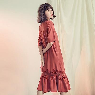 純色袖反褶雪紡拼接鏤空蕾絲洋裝-OB大尺碼