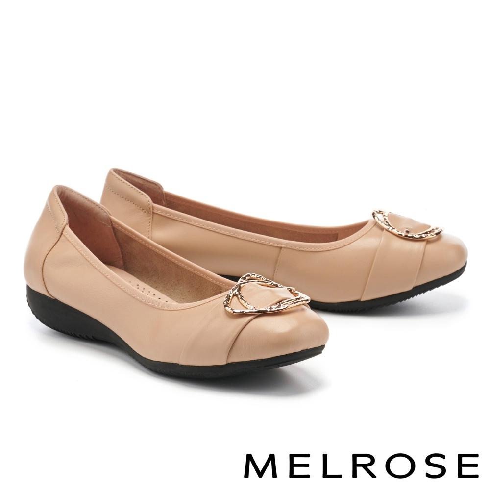 低跟鞋 MELROSE 都會典雅金屬雙圓釦全真皮楔型低跟鞋-杏
