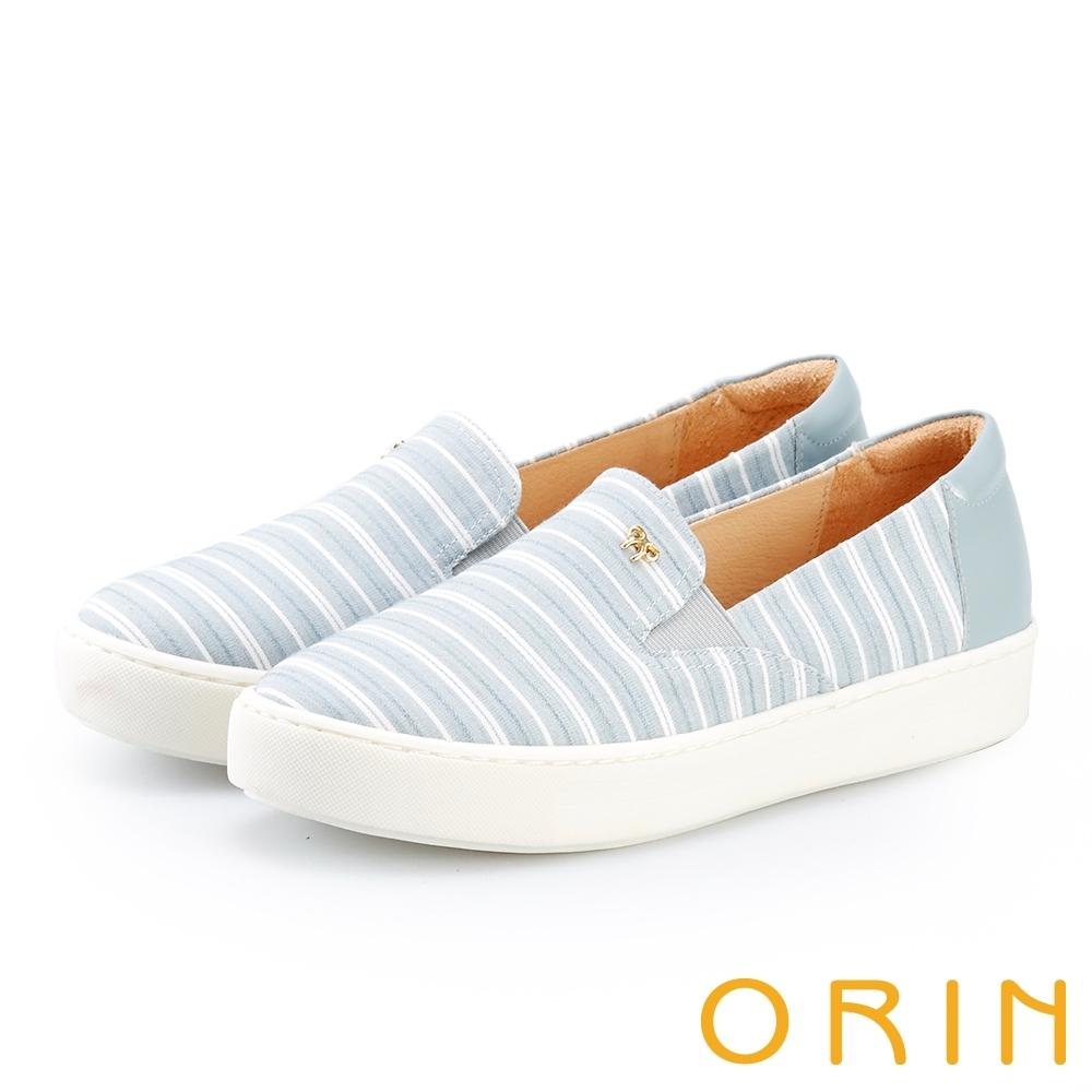 ORIN 引出度假氣氛 造型五金條紋布面平底便鞋-淺藍