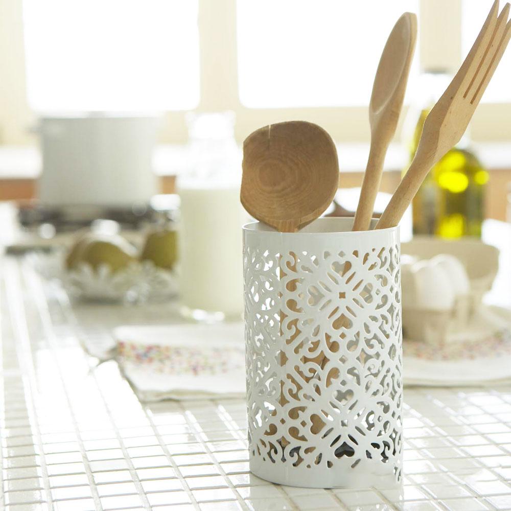 日本【YAMAZAKI】典雅雕花收納筒-白★筆筒/筆桶/刷具桶/居家收納
