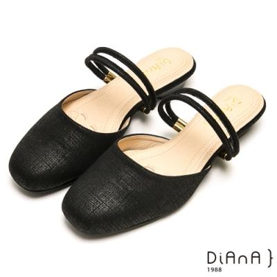 DIANA 質感壓紋方頭金釦雙繞帶2way拖鞋-百變造型-黑
