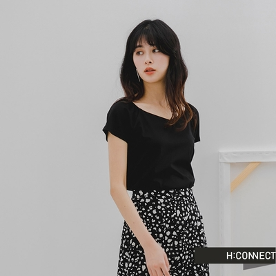 H-CONNECT 韓國品牌 女裝-純色大圓領質感短版上衣-黑色