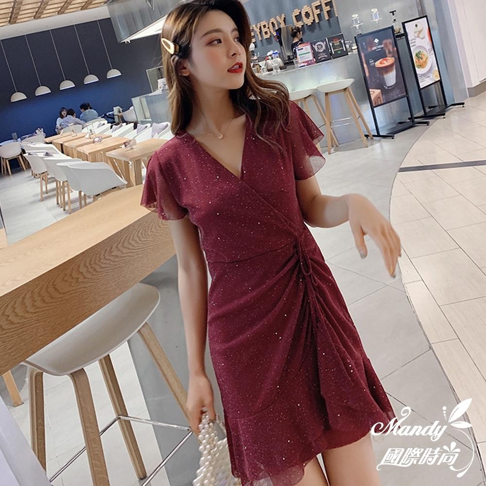 Mandy國際時尚 短袖洋裝 氣質女神V領抽繩系帶亮閃閃A字裙