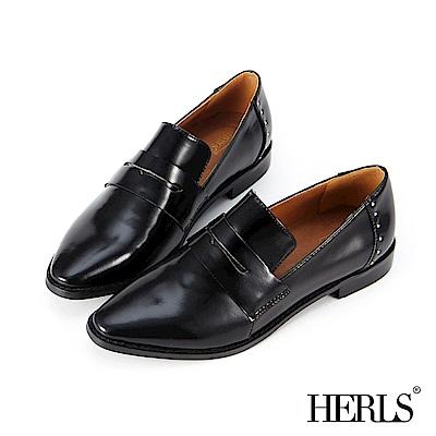 HERLS 自信詮釋 內真皮鉚釘漆皮低跟樂福鞋-黑色