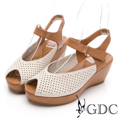 GDC-熱銷冠軍真皮沖孔簍空雕花透氣夏日楔型後底魚口百搭涼鞋-米色
