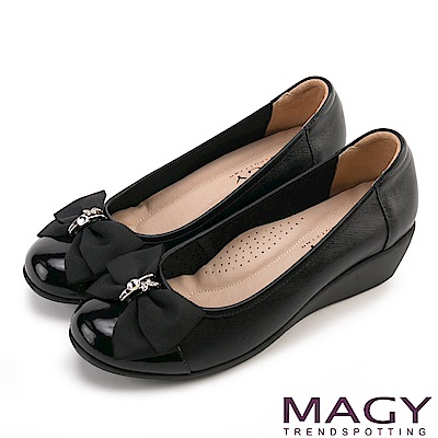 MAGY 甜美混搭新風貌 蝴蝶結戒指釦環造型真皮楔型鞋-黑色