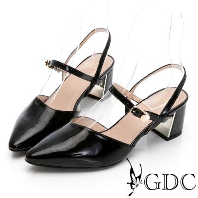 GDC-漆皮尖頭時尚側扣飾日系質感低跟涼鞋-黑色