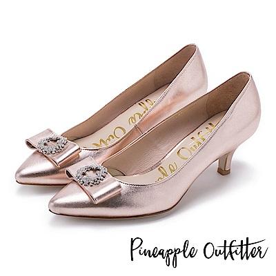 Pineapple Outfitter 典雅女伶 蝴蝶結鑽釦尖頭中跟鞋-金色