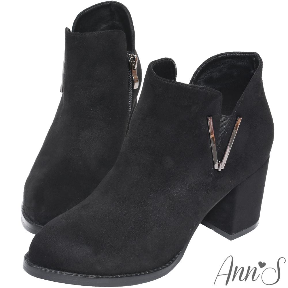 Ann'S時髦熟悉感-素面細絨金屬側V顯瘦粗跟短靴