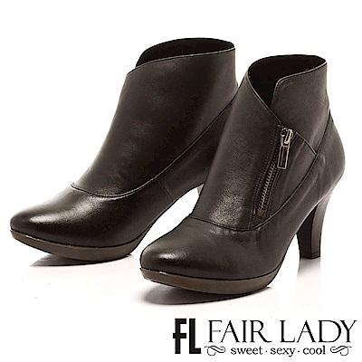 Fair Lady 簡潔皮革拉鍊中跟短靴 黑
