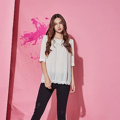 Chaber巧帛 氣質微甜3D蕾絲雕花雪紡五分袖造型上衣-米白