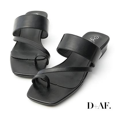 D+AF 夏日風尚.套指斜帶一字涼拖鞋*黑