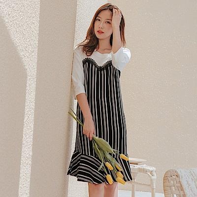 蕾絲點綴拼接直條紋荷葉造型下襬七分袖洋裝-OB大尺碼