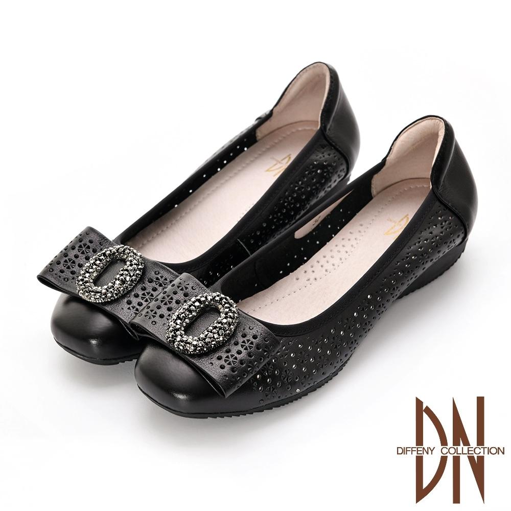 DN 都會美型 真皮蝴蝶結飾扣楔型低跟鞋-黑