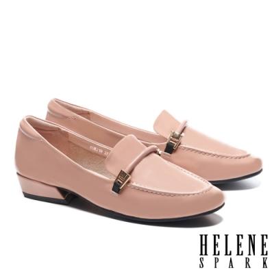 低跟鞋 HELENE SPARK 經典時尚鼓繩方釦樂福低跟鞋-粉