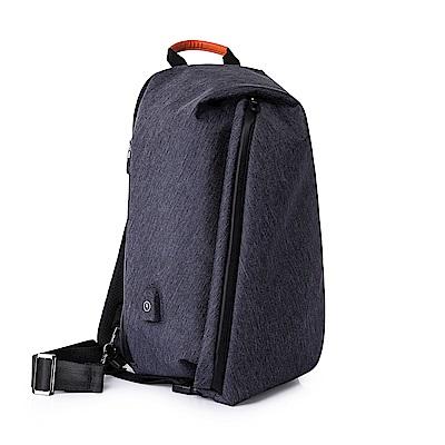 leaper 防潑水USB充電小款個性單肩包胸包 共2色