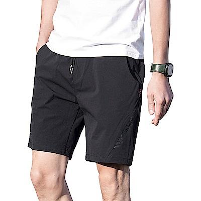 NEW FORCE 黑彈力清爽透氣速乾運動短褲-黑色
