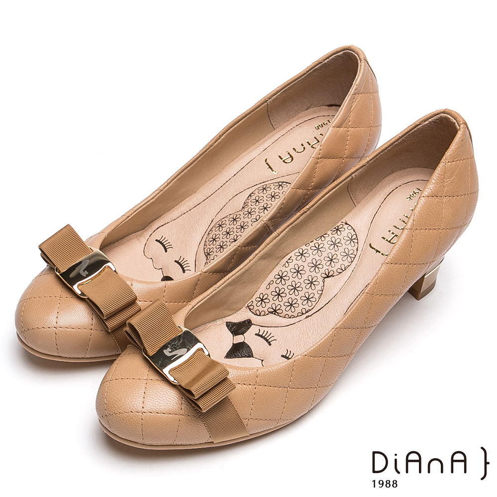 DIANA雷射飾釦綿羊皮跟鞋-漫步雲端厚切瞇眼美人-駝
