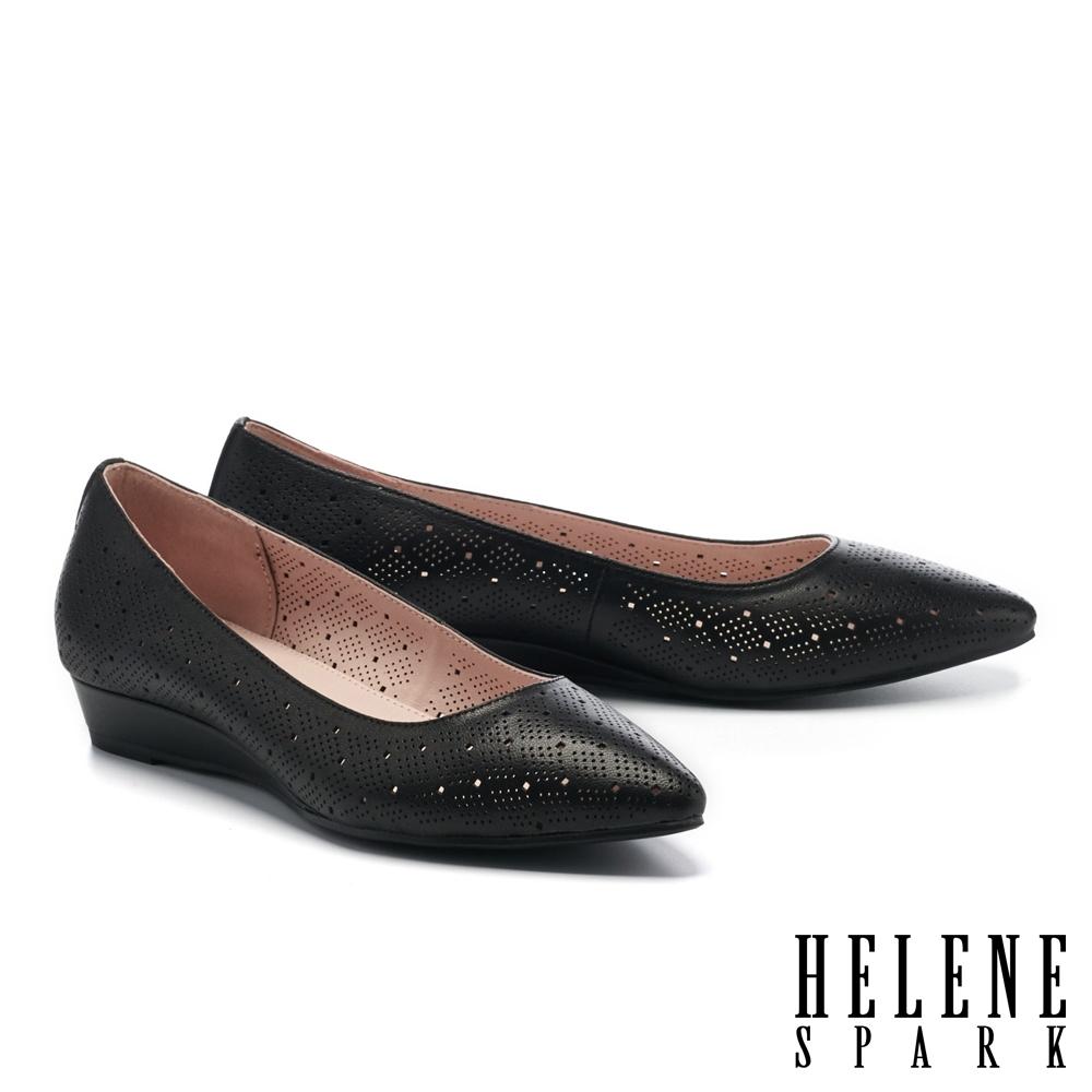 低跟鞋 HELENE SPARK 典雅魅力沖孔羊皮楔型低跟鞋-黑