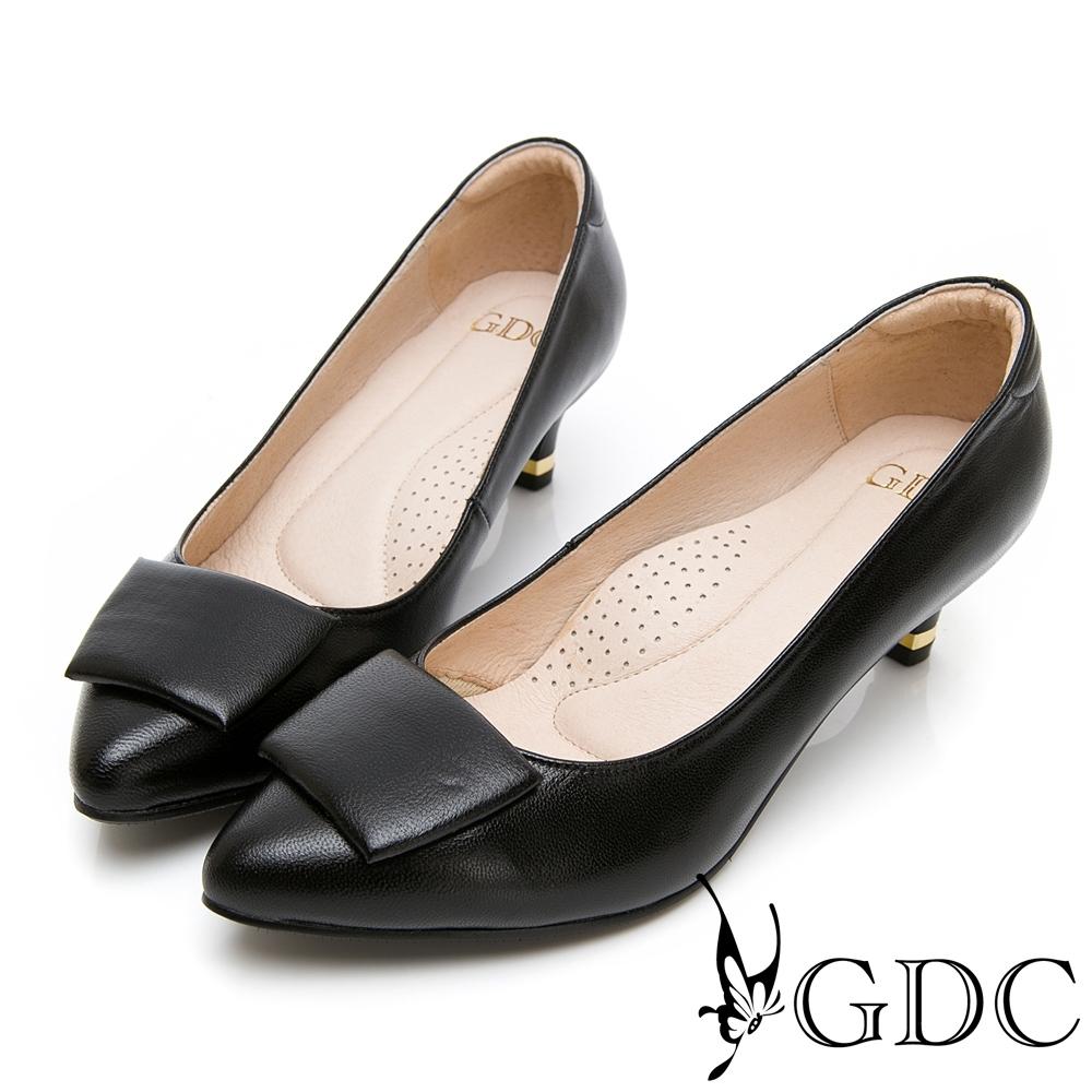 GDC-真皮歐美素色基本扣飾尖頭中跟上班包鞋-黑色