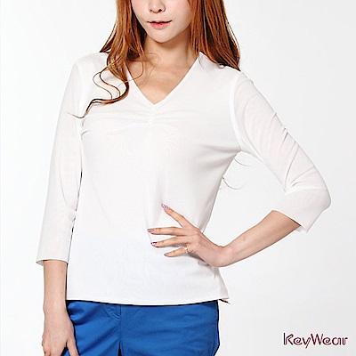 KeyWear奇威名品     低調華麗領口縫珠七分袖上衣-白色