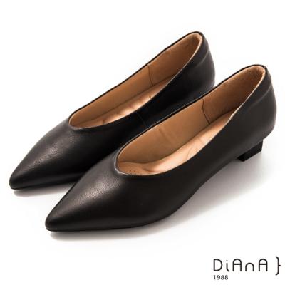 DIANA 3 cm軟羊皮尖頭素色方跟鞋-質感氛圍-黑咖啡